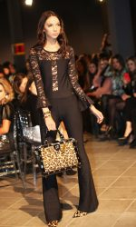 Carmen Steffens desfila no See Now, Buy Now, evento de moda na capital